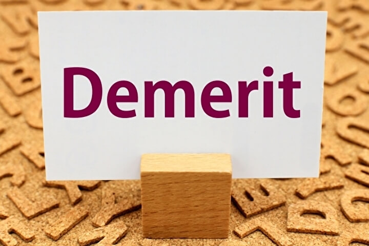 Demeritと書かれた紙